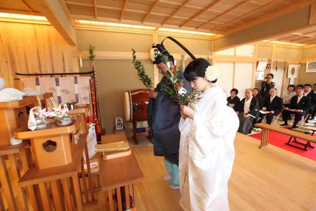石動神社・神前結婚式・玉串拝礼