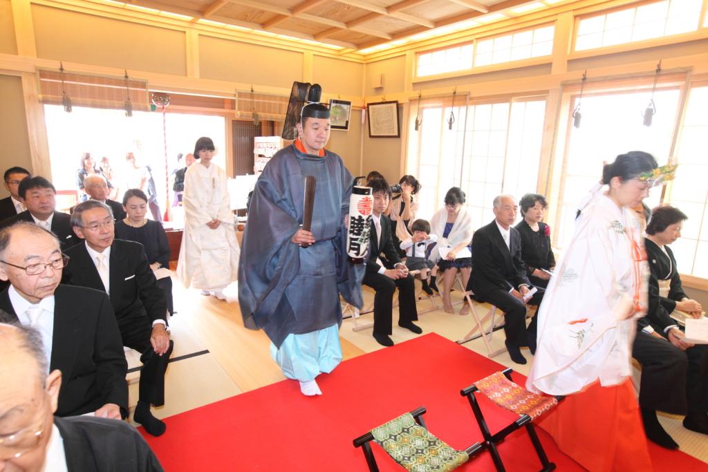 石動神社・神前結婚式・参進