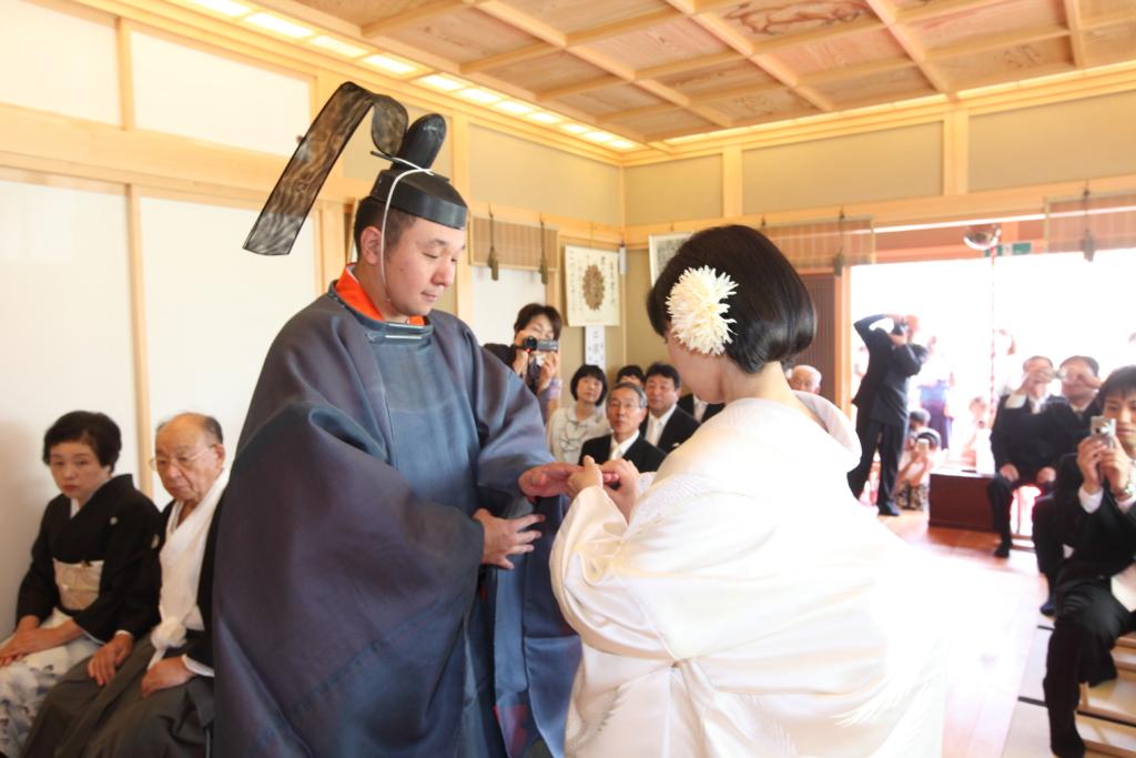 石動神社・神前結婚式・指輪交換2