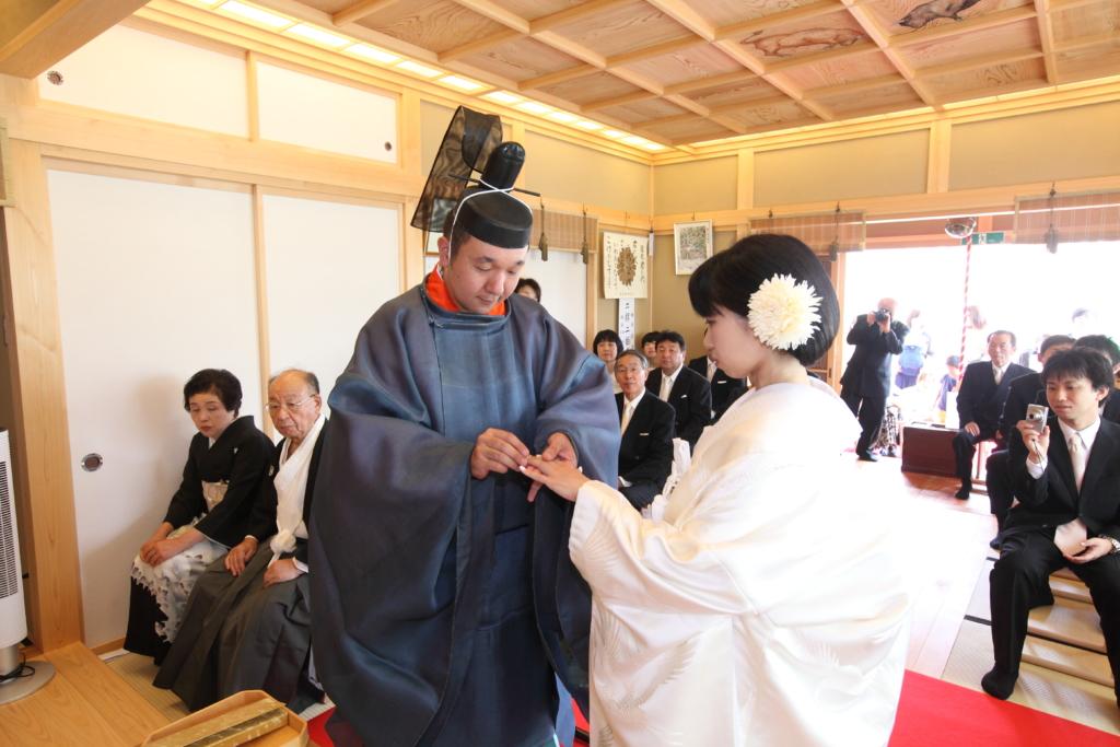 石動神社・神前結婚式・指輪交換