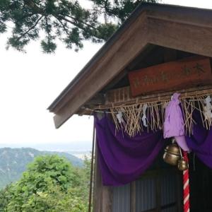 【八海山神社・三仏生巫女爺】